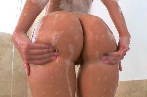 juicy ass wiggeling
