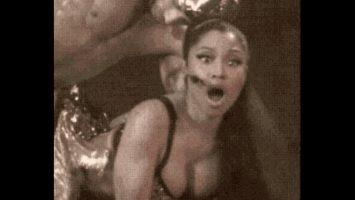 Nicki Minaj – Stage Surprise Bang!