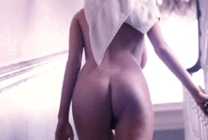 Subiendo escalera desnuda!