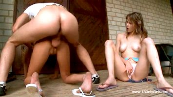 Threesome outdoor doggy